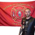 Foto Red Knights Member Prospect Marcel vor Fahne