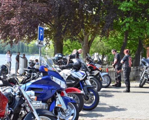 Fotografie Red Knights Germany 1 Visit CH 1 Ausfahrt Anke Jogi Joke Parkplatz belegt