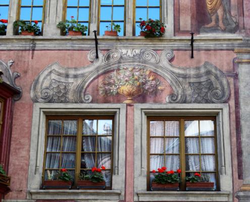 Fotografie Red Knights Germany 1 Visit CH 1 Ausflug Stein am Rhein Rundgang Häuserfront Motivbemalung Blumentopf über Fenster