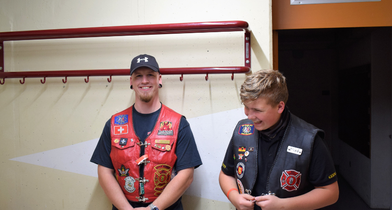 Fotografie Red Knights Germany 1 Visit CH 1 Bunker CH-Member Samsung als Bunkerführer mit Juniormember Paul
