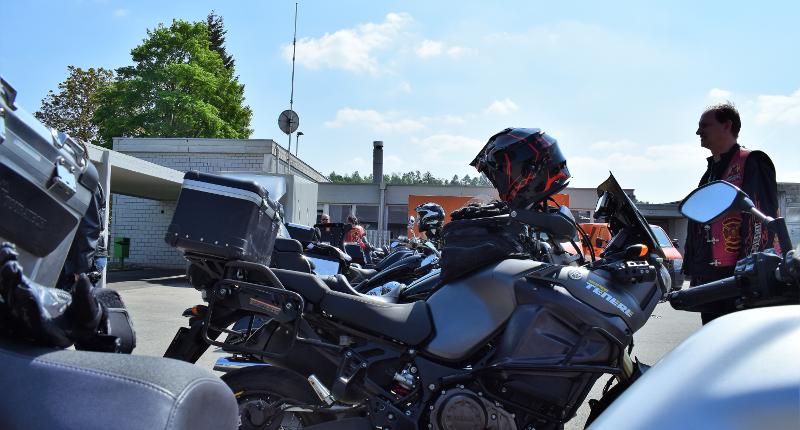 Fotografie Red Knights Germany 1 Visit CH 1 Vorbereitung Ausfahrt 20 Meter Bikes am Stück