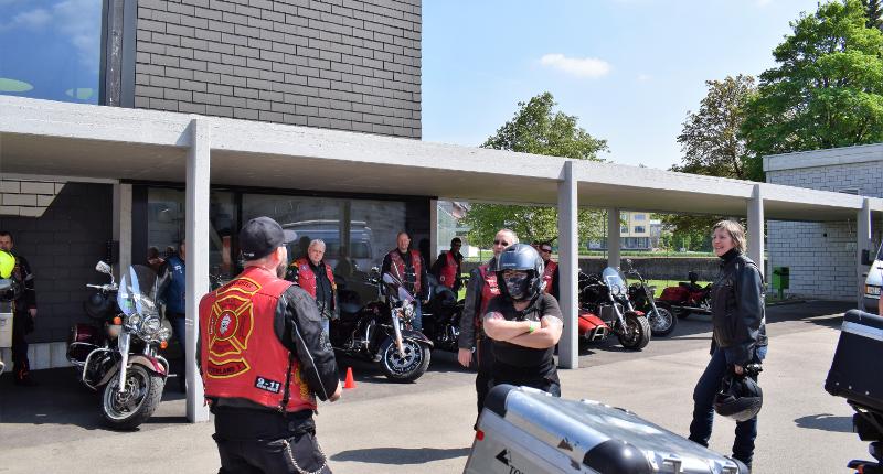 Fotografie Red Knights Germany 1 Visit CH 1 Vorbereitung Ausfahrt Anweisung vom Road Captain