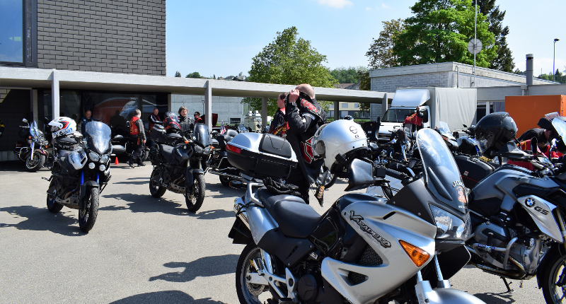 Fotografie Red Knights Germany 1 Visit CH 1 Vorbereitung Ausfahrt mal nicht Harley Davidson