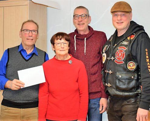 charity work 2018 adventstreffen bargeld uebergabe mit red knights